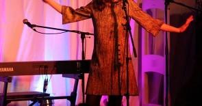 EMILY LOIZEAU (F) live in concert