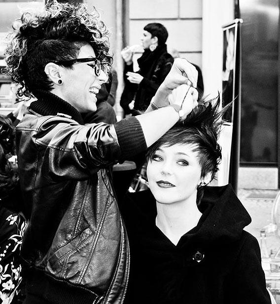 Ophelia Hair-Styling von L'Oréal Professionnel auf der Friedrichstraße vor den Galeries Lafayette Berlin
