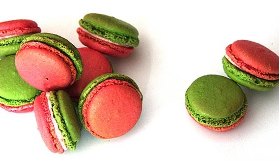 Macarons des Monats Mai von Frédéric Cassel in Berlin exklusiv an der Pâtisserie im Lafayette Gourmet
