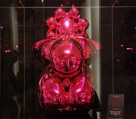 """Dom Perignon by Jeff Koons """"Balloon Venus"""" in Berlin"""