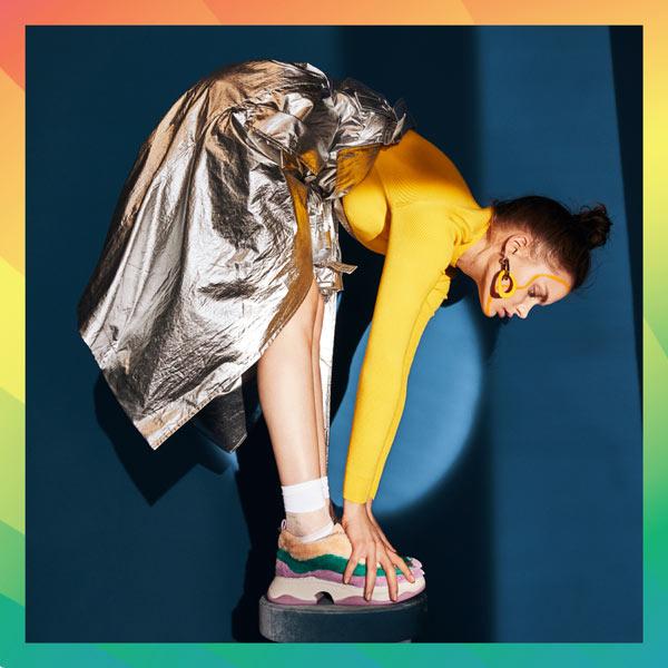 Galeries Lafayette Berlin 2019, MANTEL INÈS DE LA FRESSANGE 695 €, SCHUHE KATY PERRY 149 €, OHRRINGE PILGRIM 34,95 €, KLEID KAREN MILLEN 190 €, SOCKEN FALKE 14 € | photo by Lina Tesch